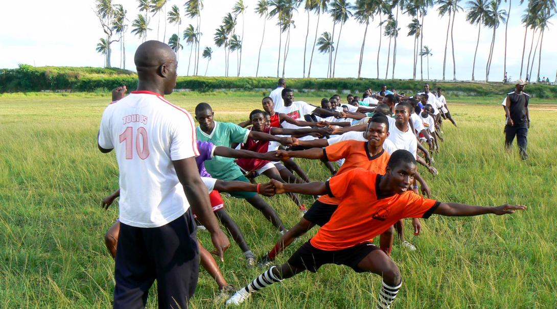 A local coach in Ghana runs a Rugby training session where our Projects Abroad volunteers doing an internship can assist.